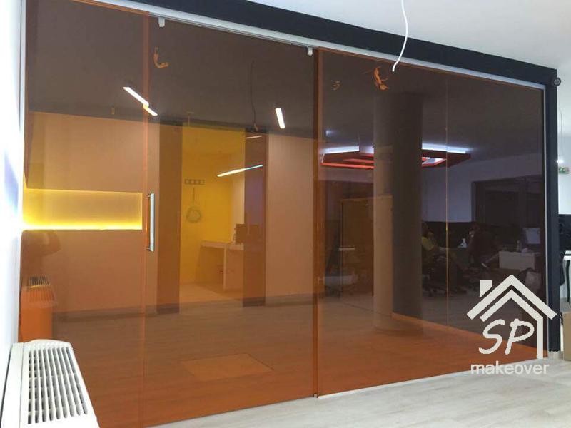 Εσωτερική συρόμενη πόρτα γραφείου