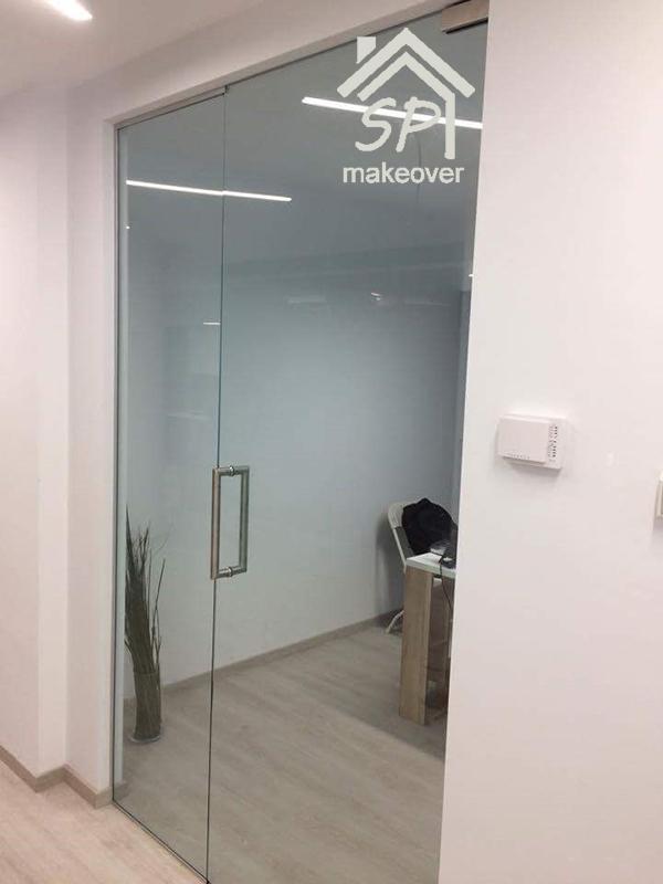 Εσωτερική πόρτα γραφείου