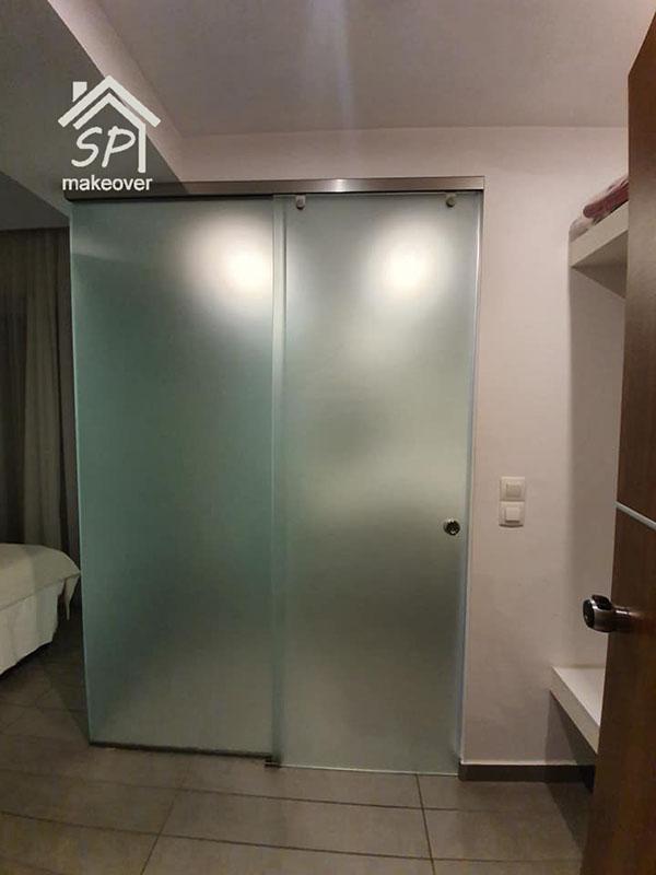 Υάλινη σπαστή ανοιγόμενη πόρτα